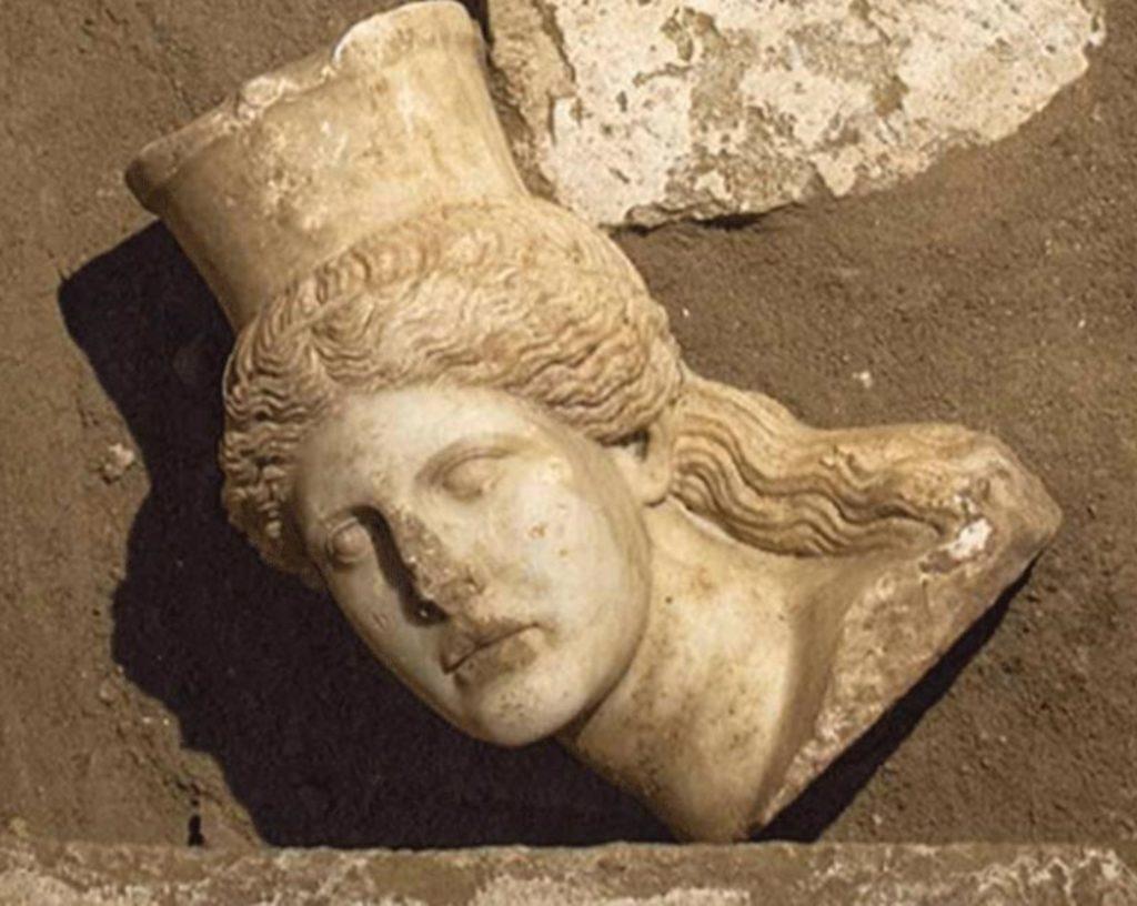 Amphipolis-tomb-Caryatids-details