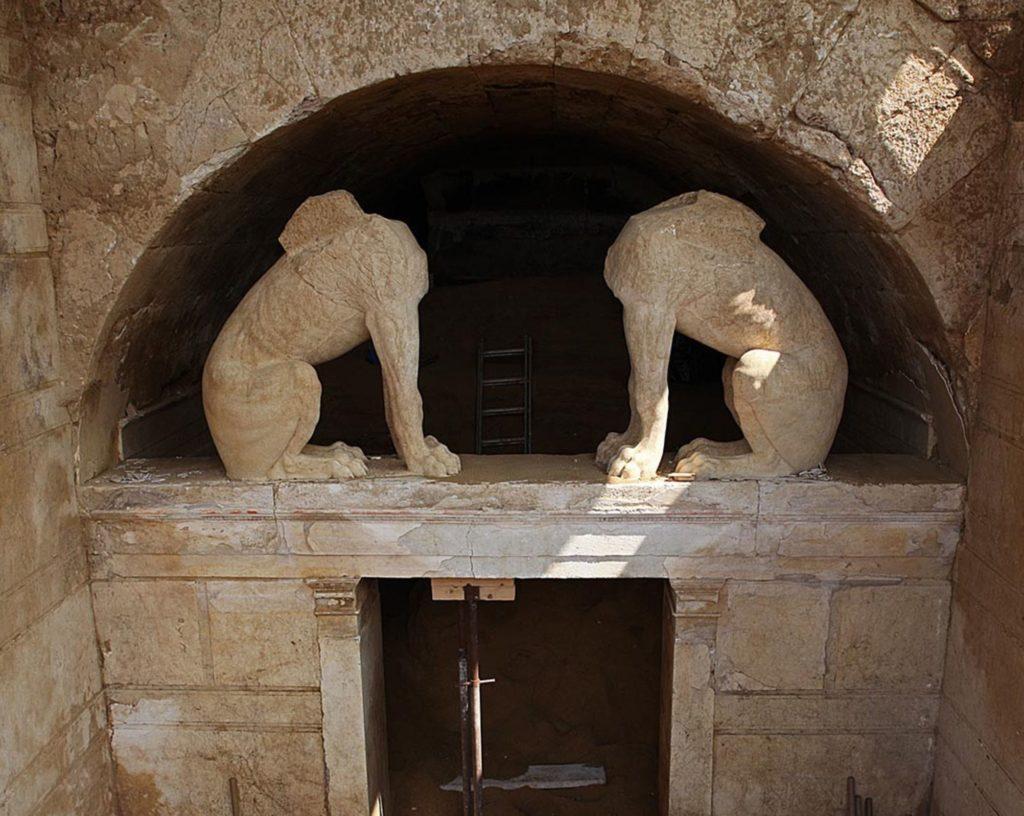 Amphipolis-Tomb-Sphynx