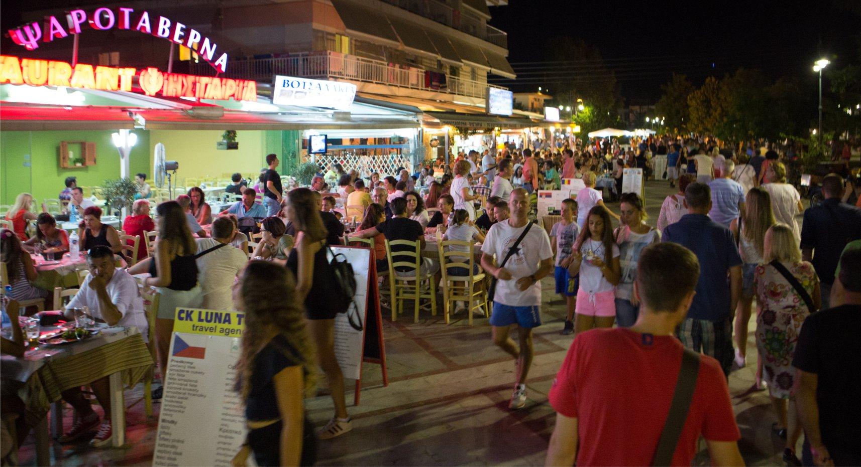 asprovalta-pedestrian-street-night